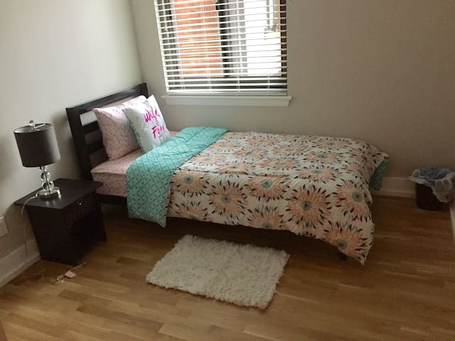 Private Room/Twin Bed,DC Metro Area (Females Only) - Falls Church - Leilighet