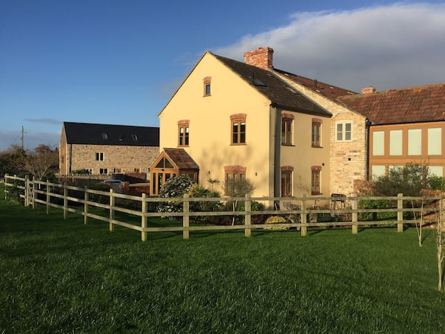 Country getaway with pool and gym! - Dulcote - Huis