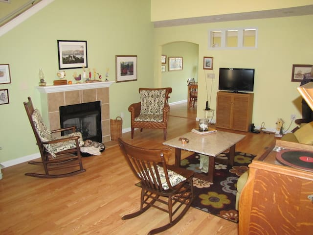Family -- and pet -- friendly home - Springfield - Casa