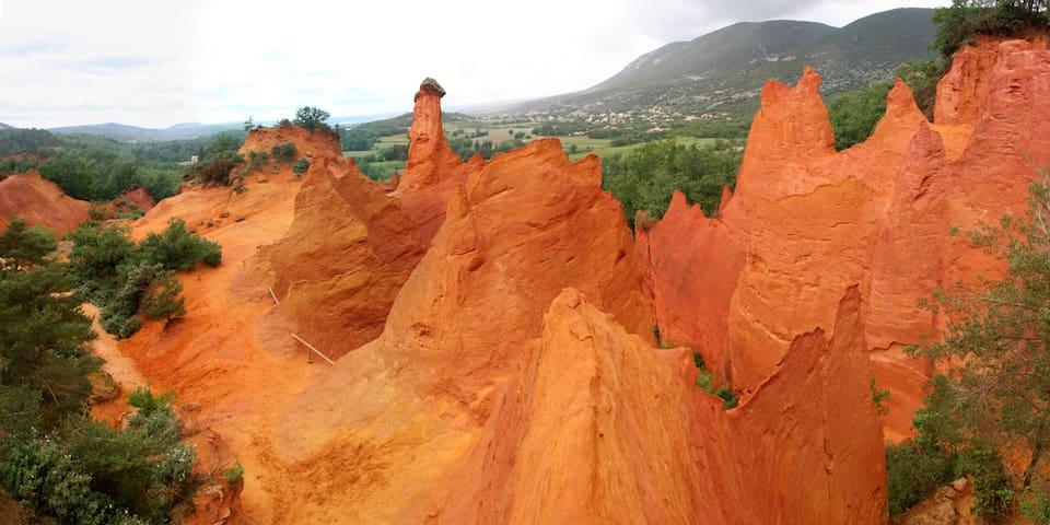 La Villa Lilas, à deux pas du Colorado Provençal - Rustrel - Huis