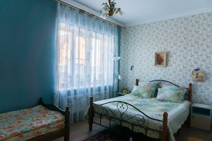 Сдаю комнату в большом доме, посуточно (парковка). - Rostov-on-Don