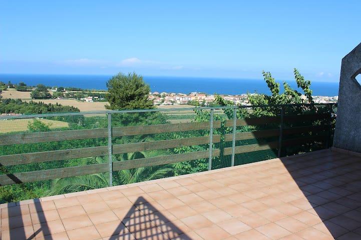 Bellissima villa con terrazzo vista mare giardino - Numana - Villa
