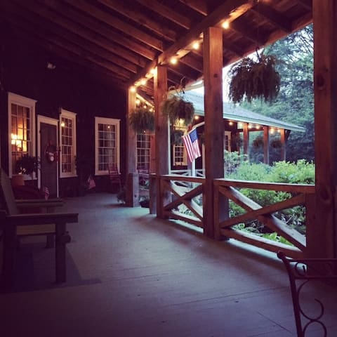 Stay at The Parker Ranch! - Clayton - Bed & Breakfast