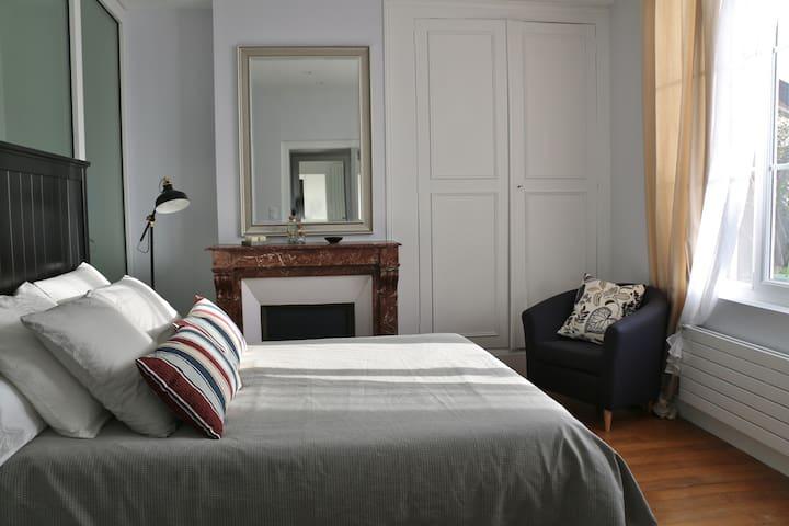 Chambre calme dans une  belle  maison centre ville - Vendôme - Oda + Kahvaltı