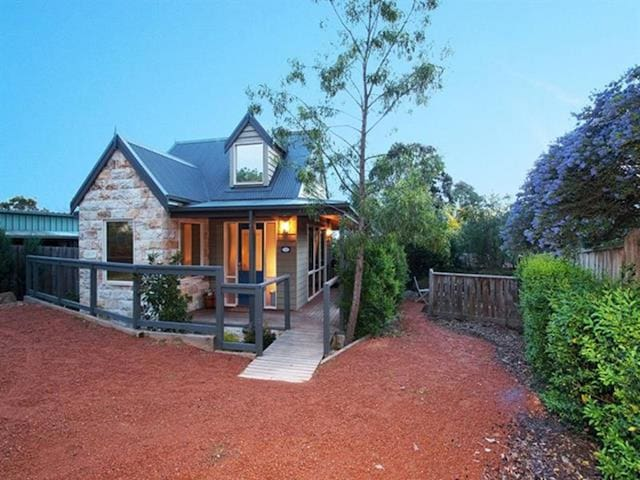 Two Truffles B&B - Acorn Cottage - Yarra Glen - Bed & Breakfast
