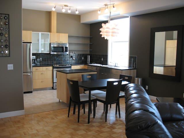 Modern Executive Furnished Apartment - Sundre - Departamento