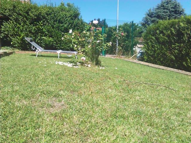 APPARTEMENT TRES CALME A 30 MN LYON CENTRE - Neuville-sur-Saône - Lägenhet