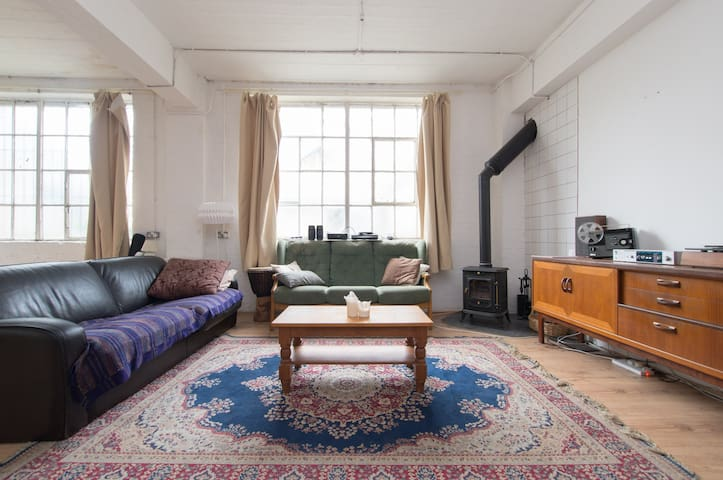 Hackney Boho Gem - spacious bedroom in warehouse - Londres - Loft