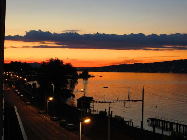 Spacious lake view apartment with sunny balcony - Wädenswil - Departamento