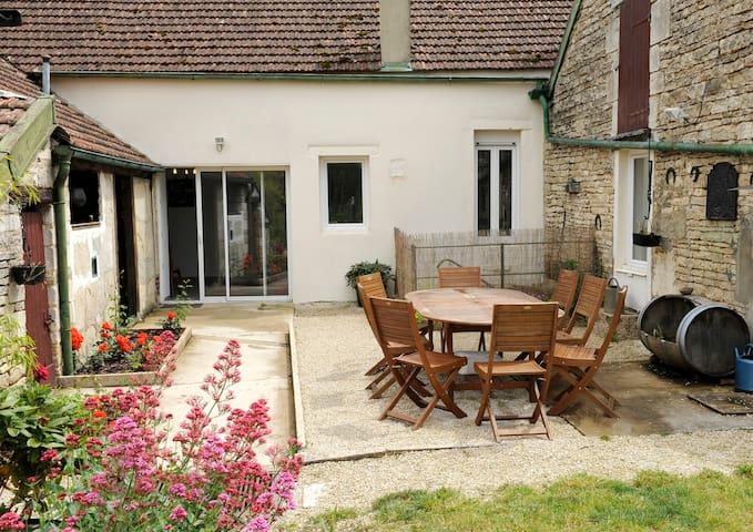 Charmante maison au coeur d'un village viticole - Les Riceys - Hus