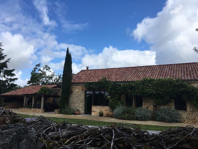 beautifully restored barn with private pool - Castelnaud-la-Chapelle - 別荘