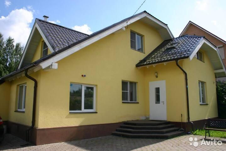 Загородный дом вблизи Санкт-Петербурга - Yukki - Hus
