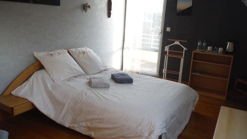 Grande chambre tout confort avec SdB privative - Lannion - Hus