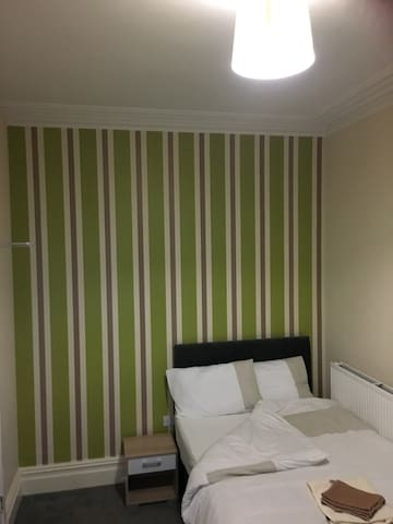 Modern double ensuite room - Barrow-in-Furness