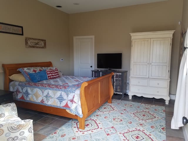 Charming private room in Country Estate - Erie, CO - Erie - Gjestehus