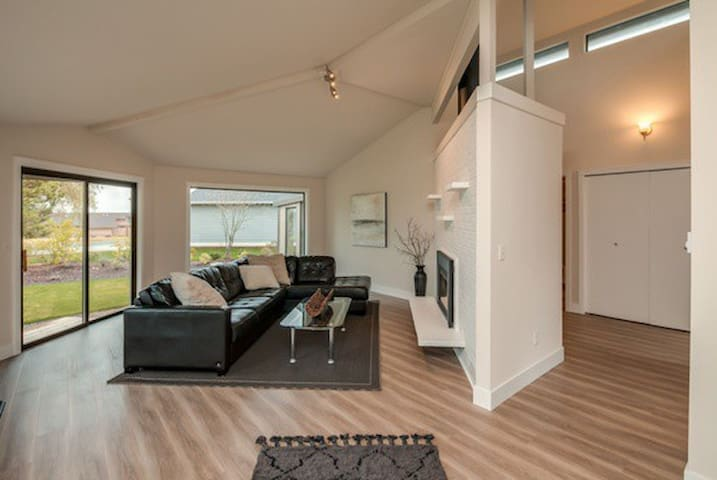 Newly renovated harborview home - Birch Bay