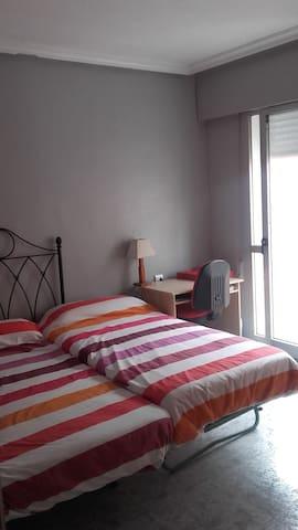 Habitación doble en apartamento en Murcia centro. - Murcia