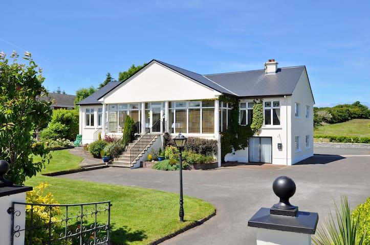 Rowanville Lodge on the Wild Atlantic Way - Sligo - Bed & Breakfast