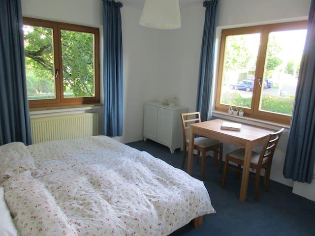 Schönes Zimmer, Nähe City und Universtätskliniken - Bonn - Casa