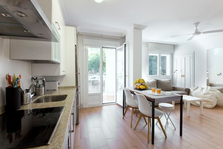 Cosy, Bright & Well Located Apartment, with WiFi - Donostia - Daire
