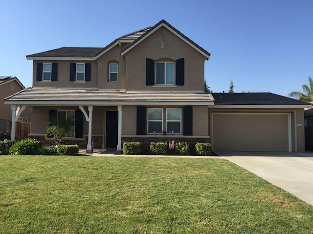 Beautiful Home in safe neighborhood - Bakersfield - Rumah