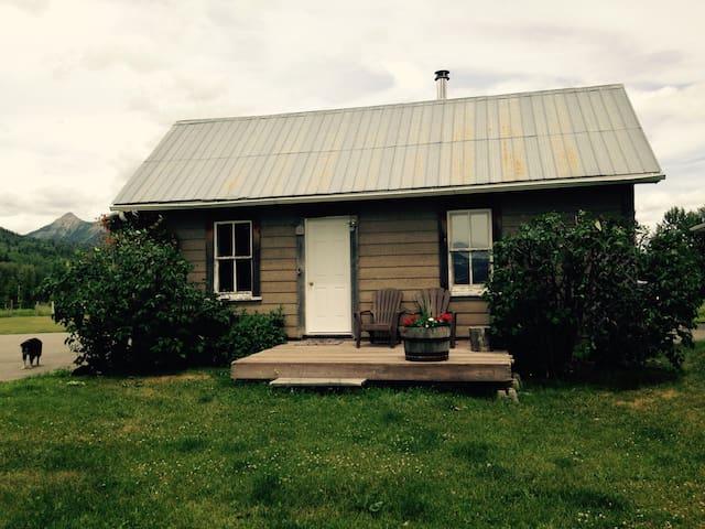 Rustic cabin on rural acreage - Fernie