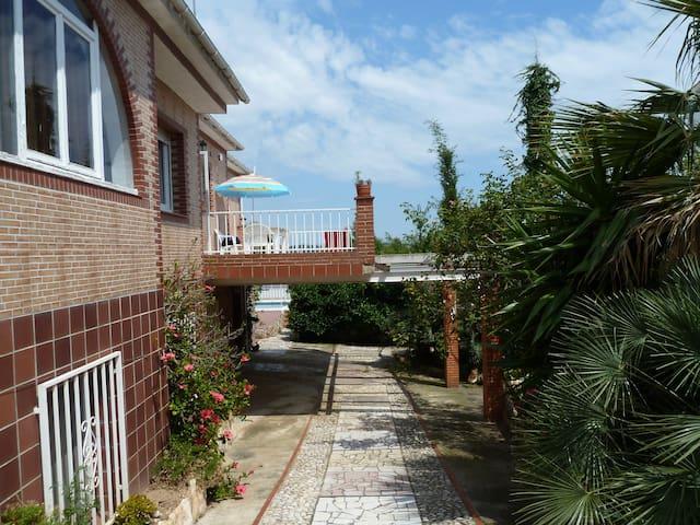Villa  familiale avec piscine à 5km de la mer - Nou Vendrell - Huis