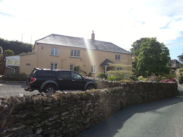Farmhouse in picturesque hamlet(2) - kingsbridge - Bed & Breakfast