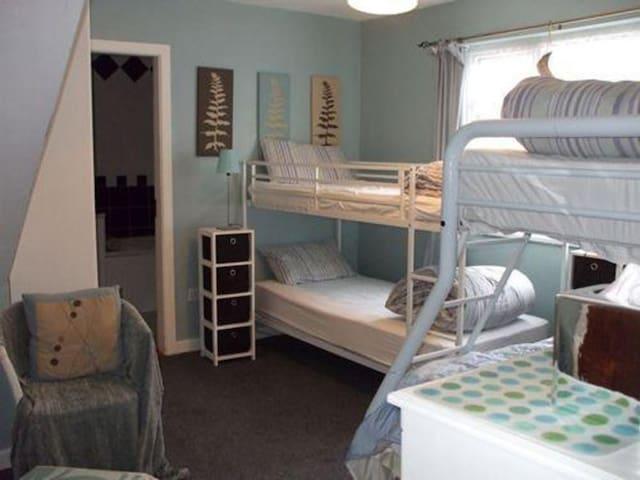 Private ensuite Room sleeps 3 - Arvagh - Herberge