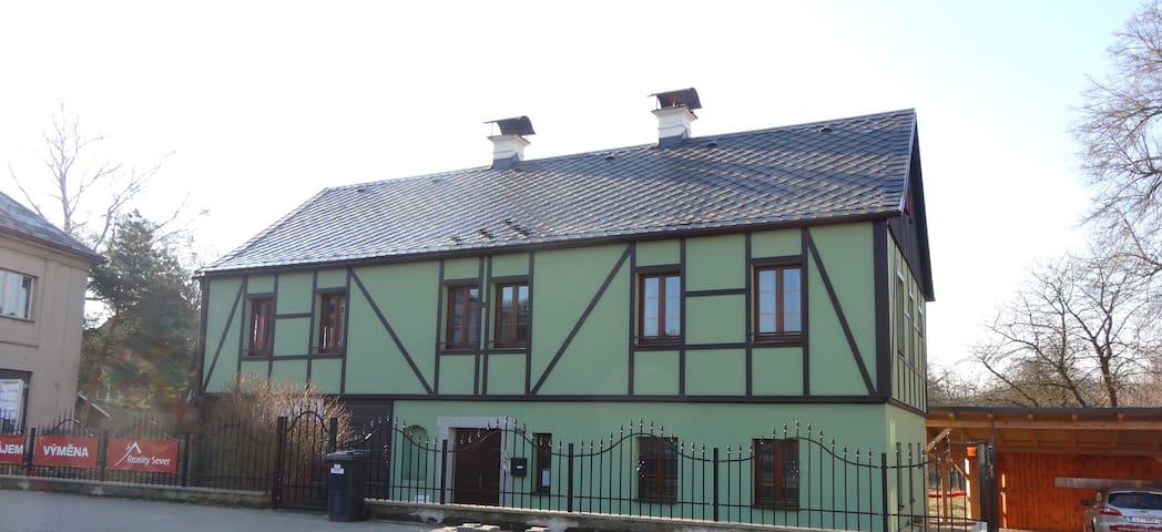 Gold Retriever's Apartment - Nový Bor