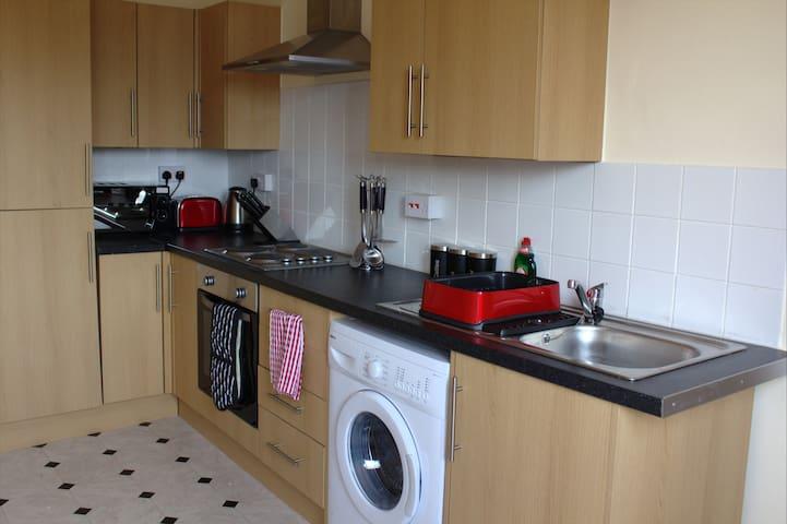 Modern flat in prime town location - Shotton - Leilighet