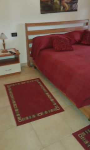 A1 USCITA TERRE DI CANOSSA/CAMPEGIN - Praticello - Bed & Breakfast