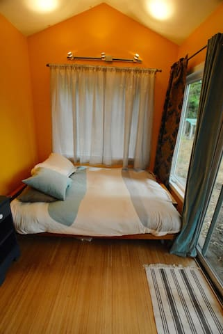 Private Tiny House at Camp Holly - Portland - Huis