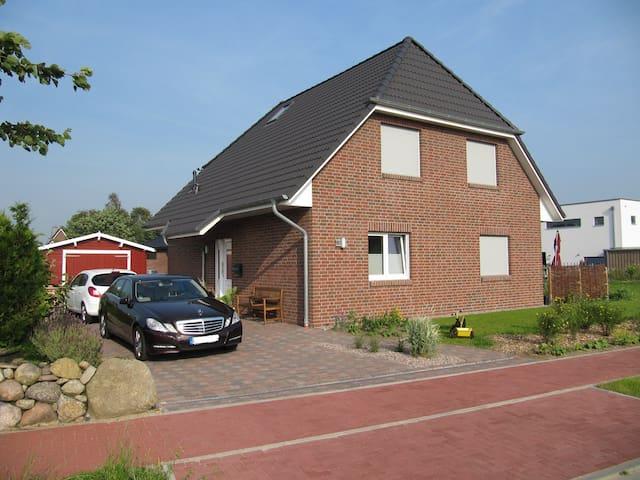 Familienfreundliches Ferienhaus (8 km zur Nordsee) - Meldorf - Casa