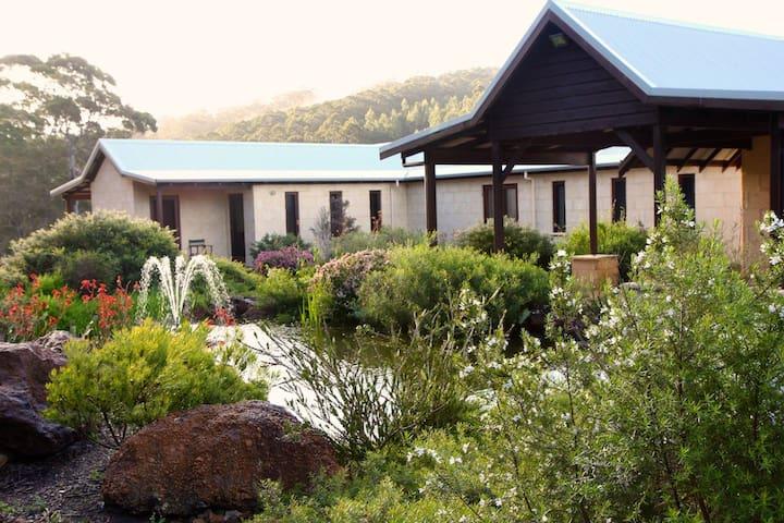 """Faraway"" - luxury eco-farmhouse. - Hazelvale - Hus"