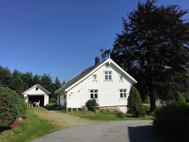 100 år gammel enebolig med sjel - Vikeså