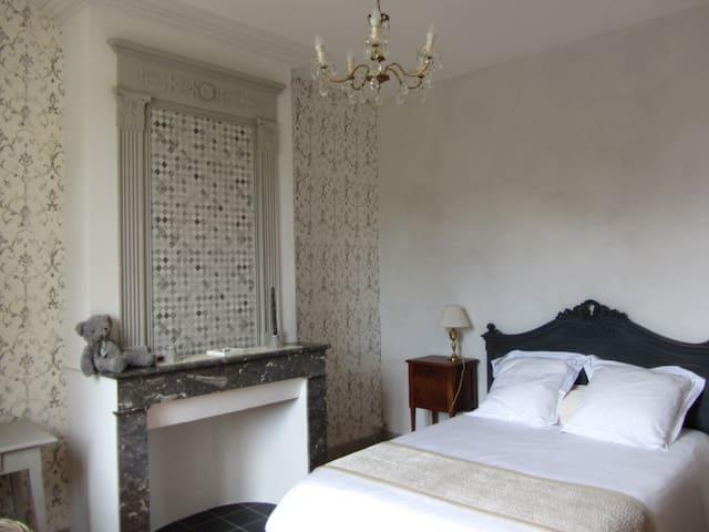 Chambres de Charme au bord de l'EStey - Le Tourne - Huis