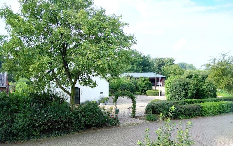 in de Betuwe - weg van de snelweg - Slijk-Ewijk - Pousada