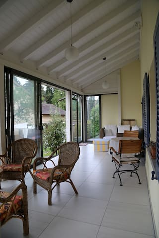 20min drive to Basel, 30 Zurich. Whole house 6 bed - Eiken - Hus