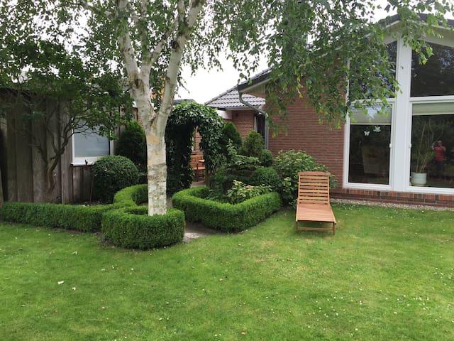 Ferienwohnung mit Terrasse & Garten - Husum