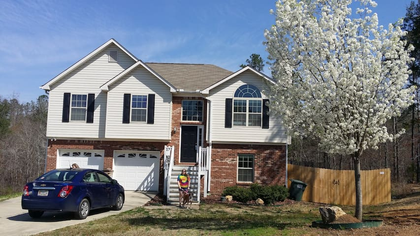 Private room available. - Adairsville - Hus