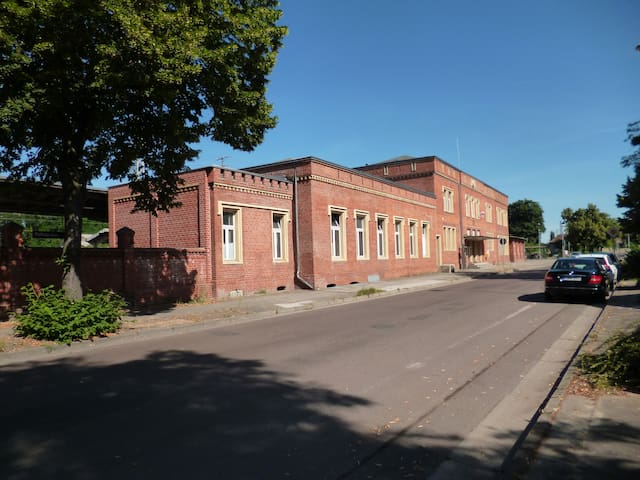 Erlebnis. Bahnhof-1841. Einzigartig. Bauhausnah... - Dessau-Roßlau - Annat