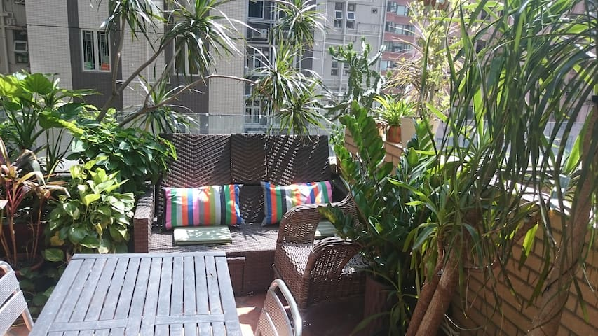 Stylish HK apt with roof terrace - Hong Kong