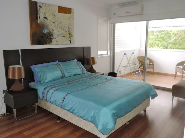 2 bedroom apartment in leafy suburb - Kenmore - Appartement
