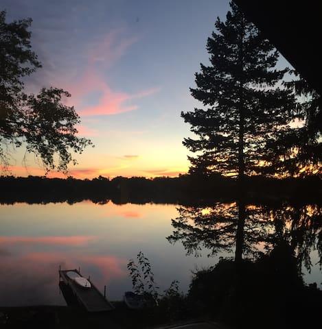 Charming Lakefront Bungalow Retreat - Grayslake - Casa