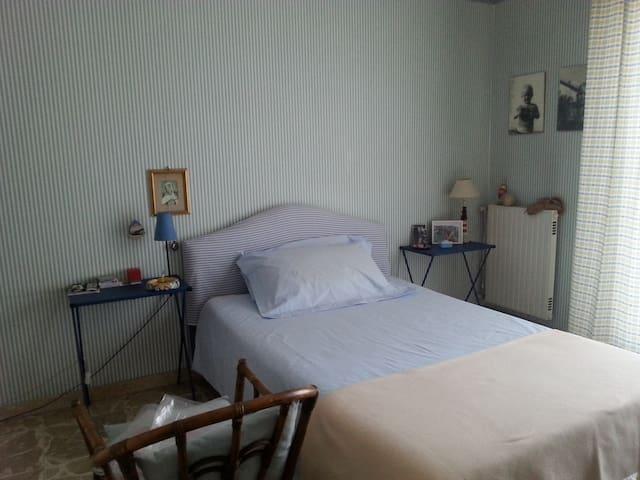 Stanza privata in appartamento - Paternò - Departamento