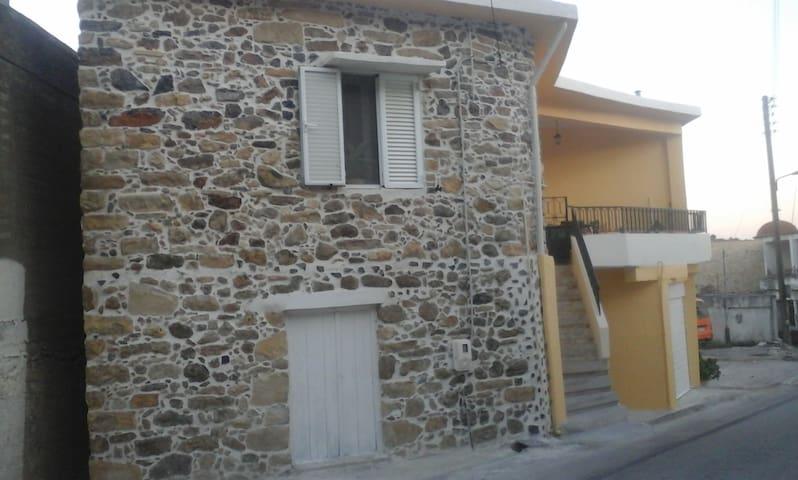 πετρινο  στο  χωριο - Rouvas