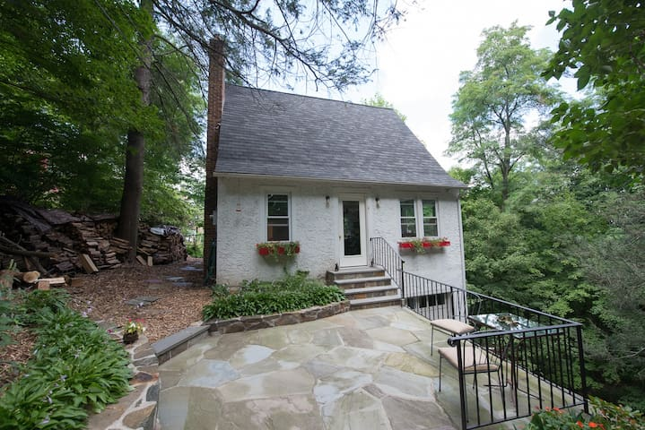 Airy cottage nestled in the woods - Croton-on-Hudson - Huis