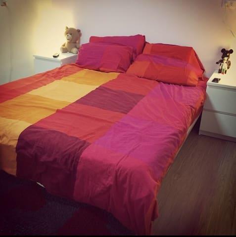 乾淨舒服的空間,房內木地板相當舒適! - 新莊區