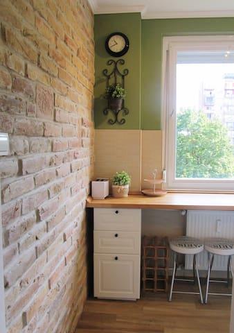 Lovely flat 10 mins from center - 3 bedrooms - Budapest - Lägenhet